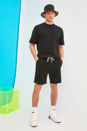 TRENDYOL MAN Siyah Erkek Regular Fit  Şort & Bermuda TMNSS21SR0137