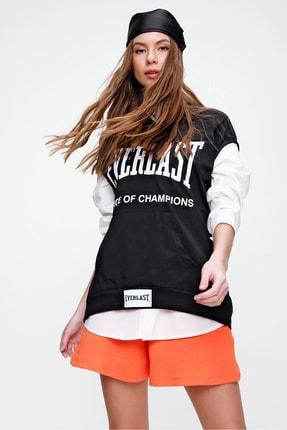 Trend Alaçatı Stili Kadın Siyah Kapüşonu Ayarlanabilir Bağcıklı Kanguru Cepli Baskılı Kolsuz Sweatshirt ALC-X5993