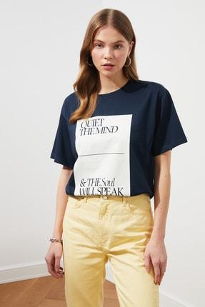 TRENDYOLMİLLA Lacivert Baskılı Boyfriend Örme T-Shirt TWOSS21TS1787