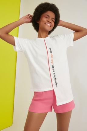 TRENDYOLMİLLA Ekru Baskılı Semifitted Asimetrik Örme T-Shirt TWOSS21TS0363