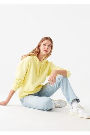 Mavi Kadın Kapüşonlu Sarı Sweatshirt