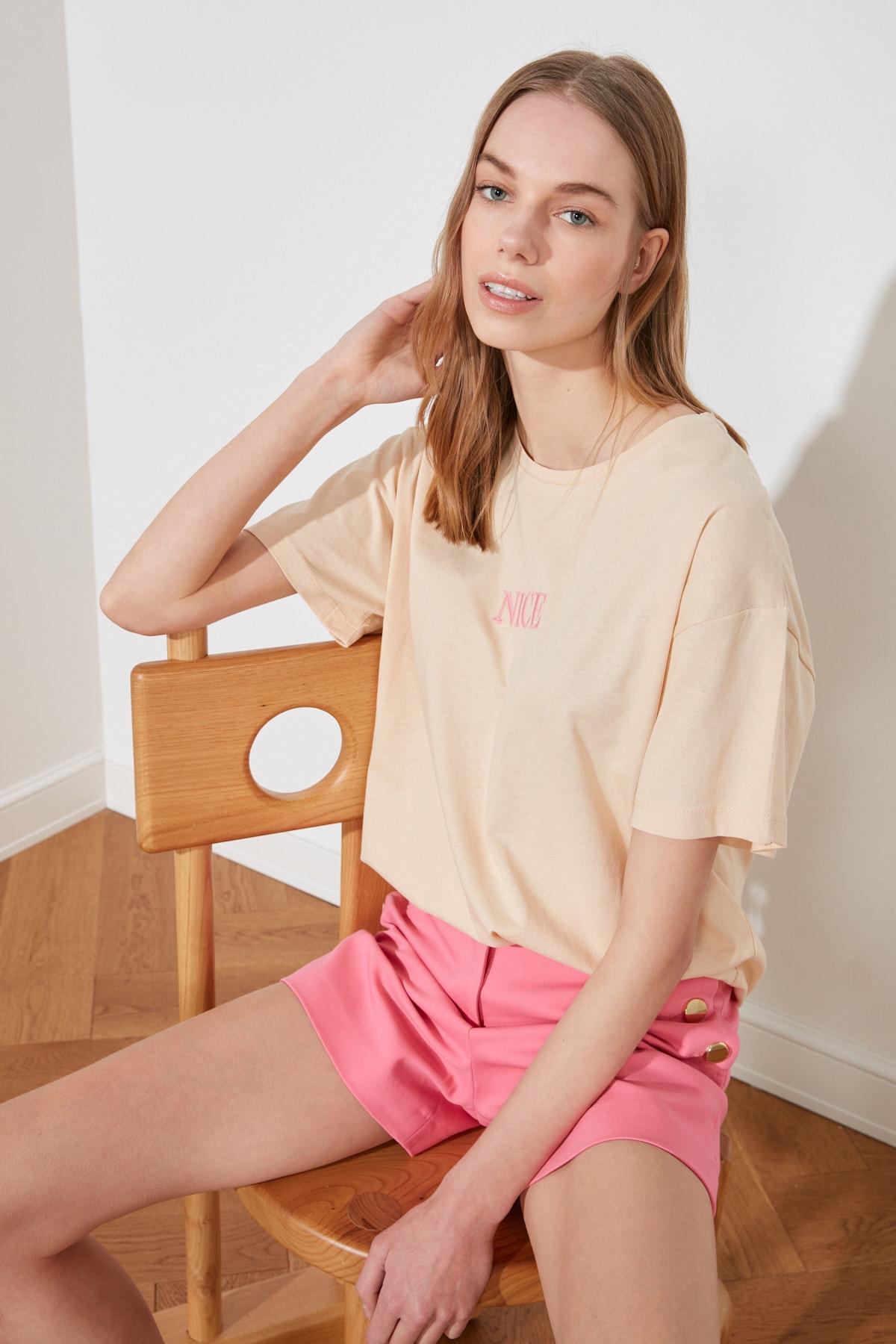 TRENDYOLMİLLA Camel Nakışlı Boyfriend Örme T-Shirt TWOSS20TS0228 2