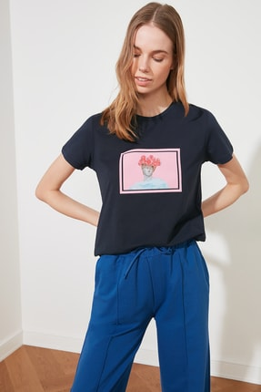 TRENDYOLMİLLA Lacivert Baskılı Basic Örme T-Shirt TWOSS20TS0230