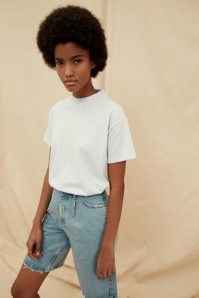 TRENDYOLMİLLA Açık Mavi %100 Organik Pamuk Dik Yaka Örme T-Shirt TWOSS21TS1431
