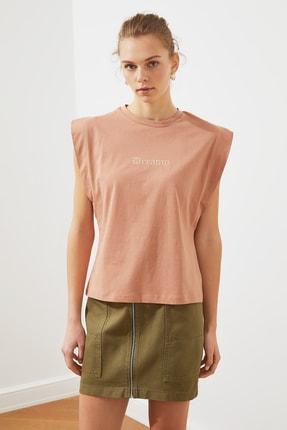 TRENDYOLMİLLA Somon Nakışlı Frankie Örme T-Shirt TWOSS21TS1306