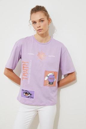 TRENDYOLMİLLA Lila Baskılı Loose Örme T-Shirt TWOSS21TS1756