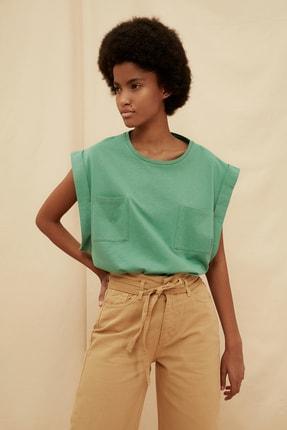 TRENDYOLMİLLA Yeşil %100 Organik Pamuk Cep Detaylı Örme T-Shirt TWOSS21TS1443
