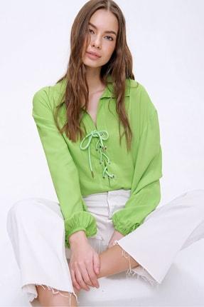 Trend Alaçatı Stili Kadın Fıstık Yeşili Balon Kollu Yakası Bağcıklı Oversize Dokuma Viscon Bluz ALC-X5941