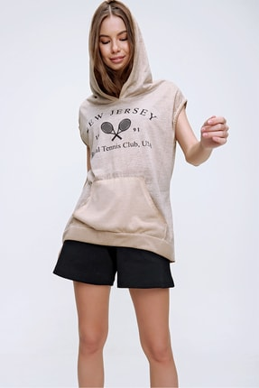 Trend Alaçatı Stili Kadın Camel Kapüşonlu Baskılı Kanguru Cepli Yıkamalı T-Shirt MDA-1147