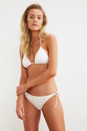 TRENDYOLMİLLA Beyaz Dantelli Bikini Takımı TBESS21BT0001