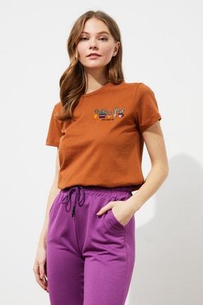 TRENDYOLMİLLA Tarçın Nakışlı Basic Örme T-Shirt TWOSS20TS0103