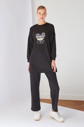 Trendyol Modest Siyah Baskılı Dalgıç Kumaş Örme Eşofman Takımı TCTSS21AU0244