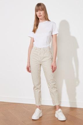 TRENDYOLMİLLA Beyaz Çizgili Yüksek Bel Mom Jeans TWOSS21JE0568