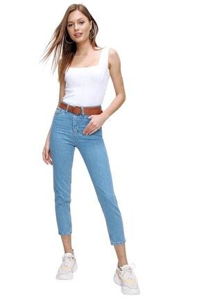 butikburuç Kadın Açık Mavi Yüksek Bel Kemerli Kot Pantolon
