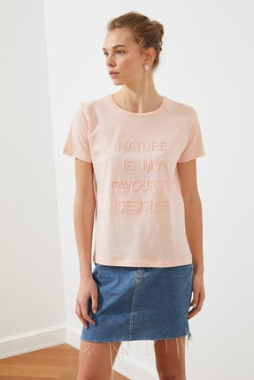 TRENDYOLMİLLA Pembe Nakışlı Basic Örme T-shirt TWOSS19VG0149