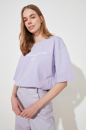 TRENDYOLMİLLA Lila Baskılı Loose Kalıp Örme T-Shirt TWOSS19GH0034