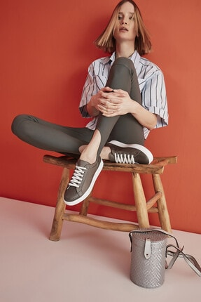 Yaya  by Hotiç Platin Kadın Sneaker 01AYY297050A530
