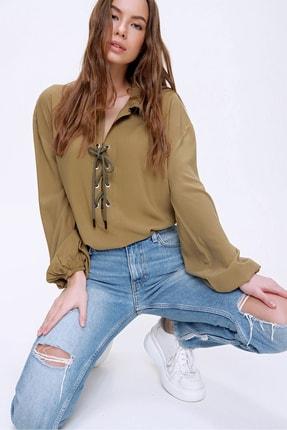Trend Alaçatı Stili Kadın Haki Balon Kollu Yakası Bağcıklı Oversize Dokuma Viscon Bluz ALC-X5941