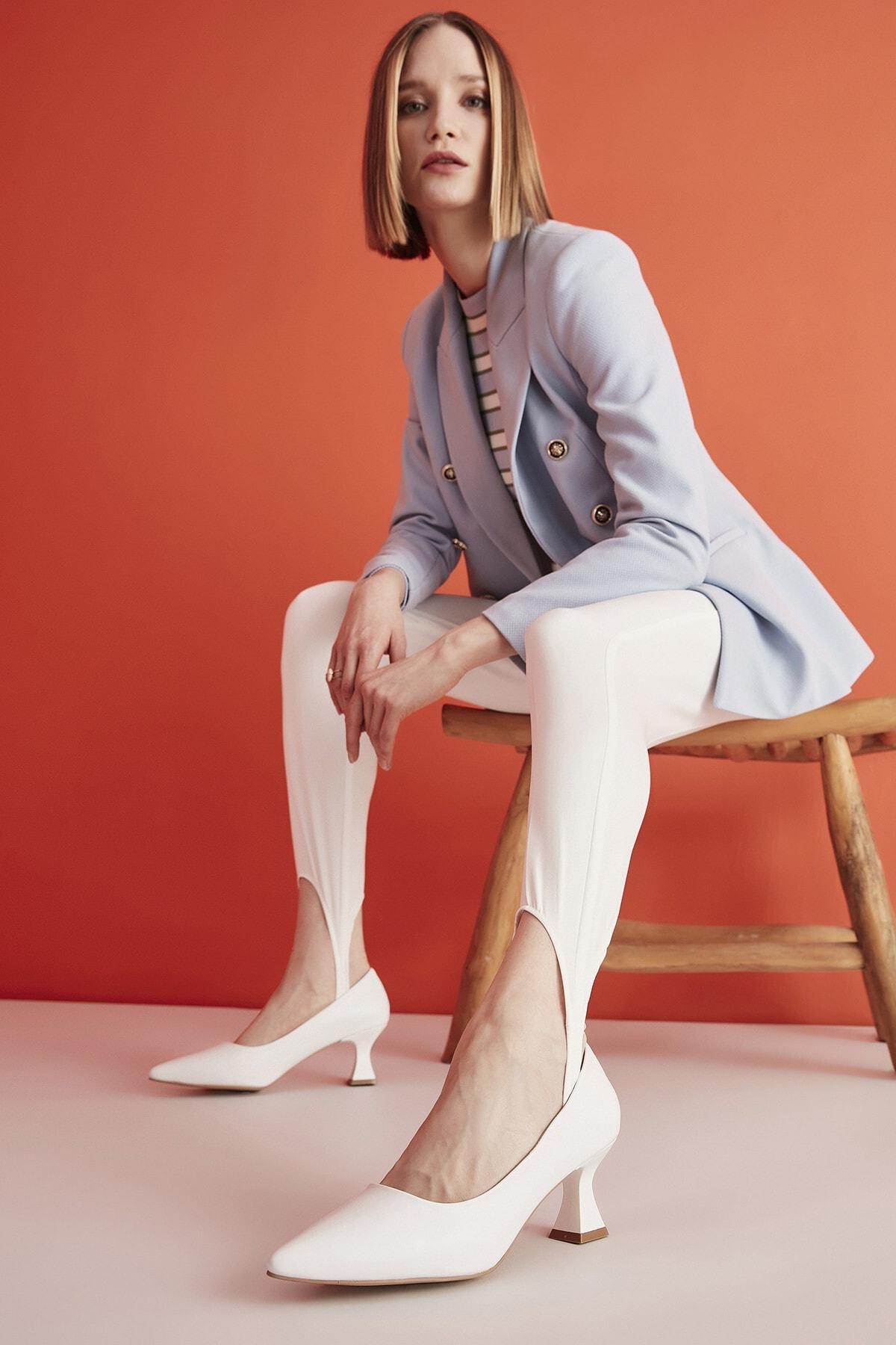 Hotiç Beyaz Kadın Klasik Topuklu Ayakkabı 01AYH205380A900 1