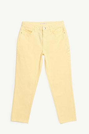 Yargıcı Kadın Açık Sarı Düz Kesim Mom Fit Pantolon 1YKPN3106X