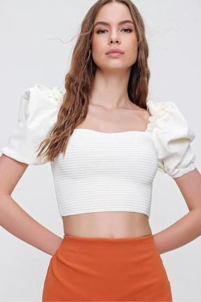 Trend Alaçatı Stili Kadın Ekru Prenses Kol Omuzları Fırfırlı Triko Crop Bluz ALC-X6165