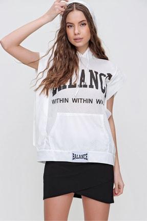 Trend Alaçatı Stili Kadın Beyaz Baskılı File Detaylı Kısa Kol Kapşonlu Sweatshirt ALC-X6158