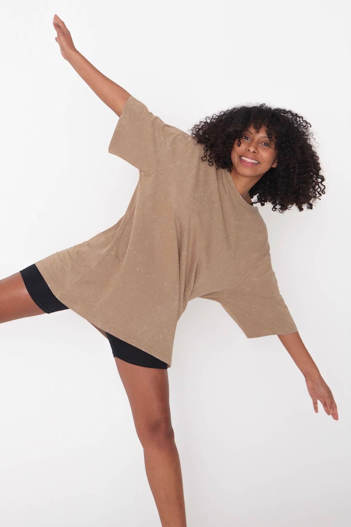 Addax Kadın Açık Kahve Batik T-Shirt P1118 - J9 Adx-0000023700