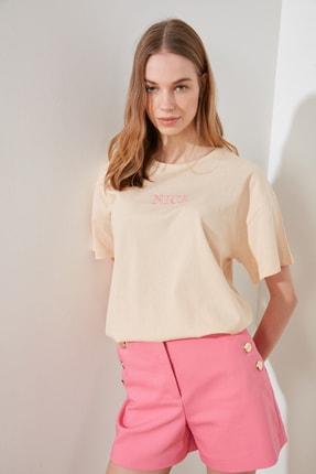 TRENDYOLMİLLA Camel Nakışlı Boyfriend Örme T-Shirt TWOSS20TS0228