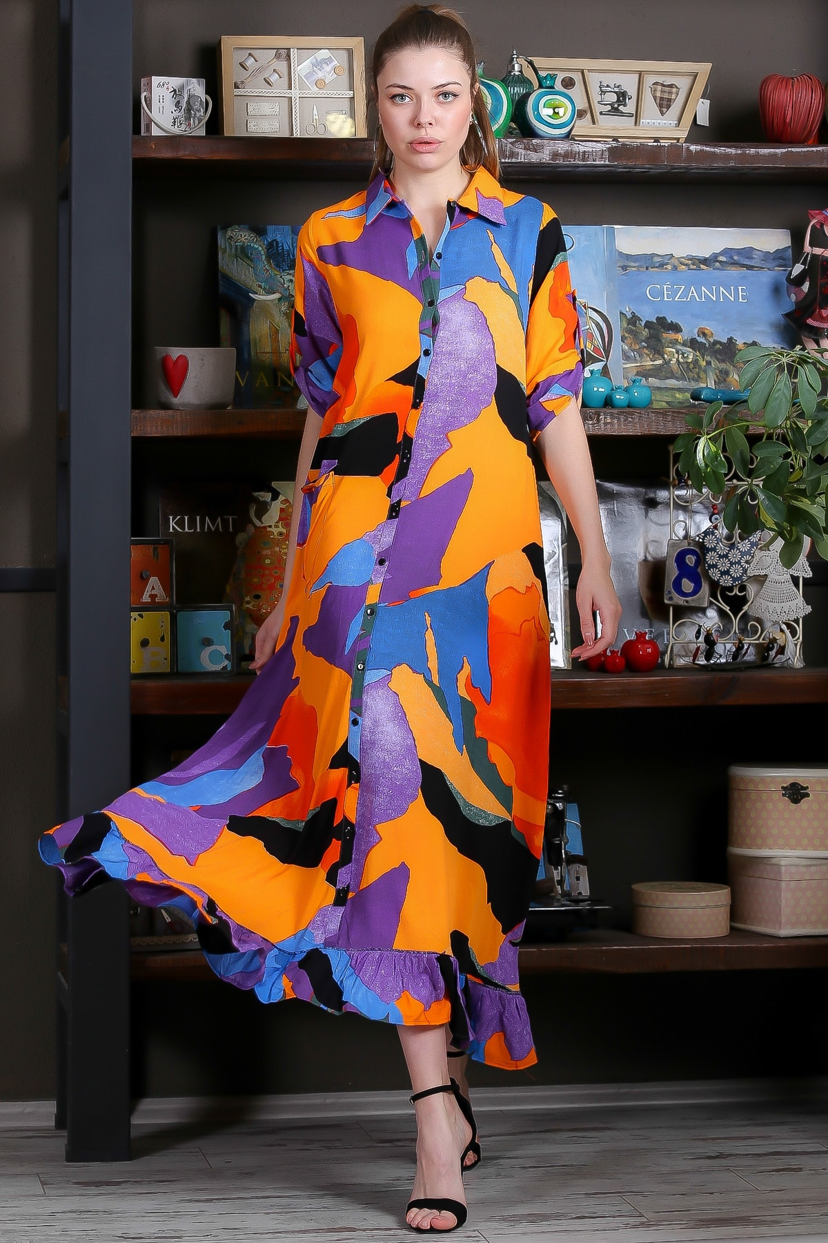 Chiccy Kadın Turuncu-Mavi Kübist Desen Düğme Detaylı Etek Ucu Fırfırlı Uzun Gömlek Elbise M10160000EL95462