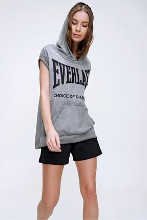 Trend Alaçatı Stili Kadın Grimelanj Kapüşonlu Baskılı Kanguru Cepli Yıkamalı T-Shirt MDA-1148