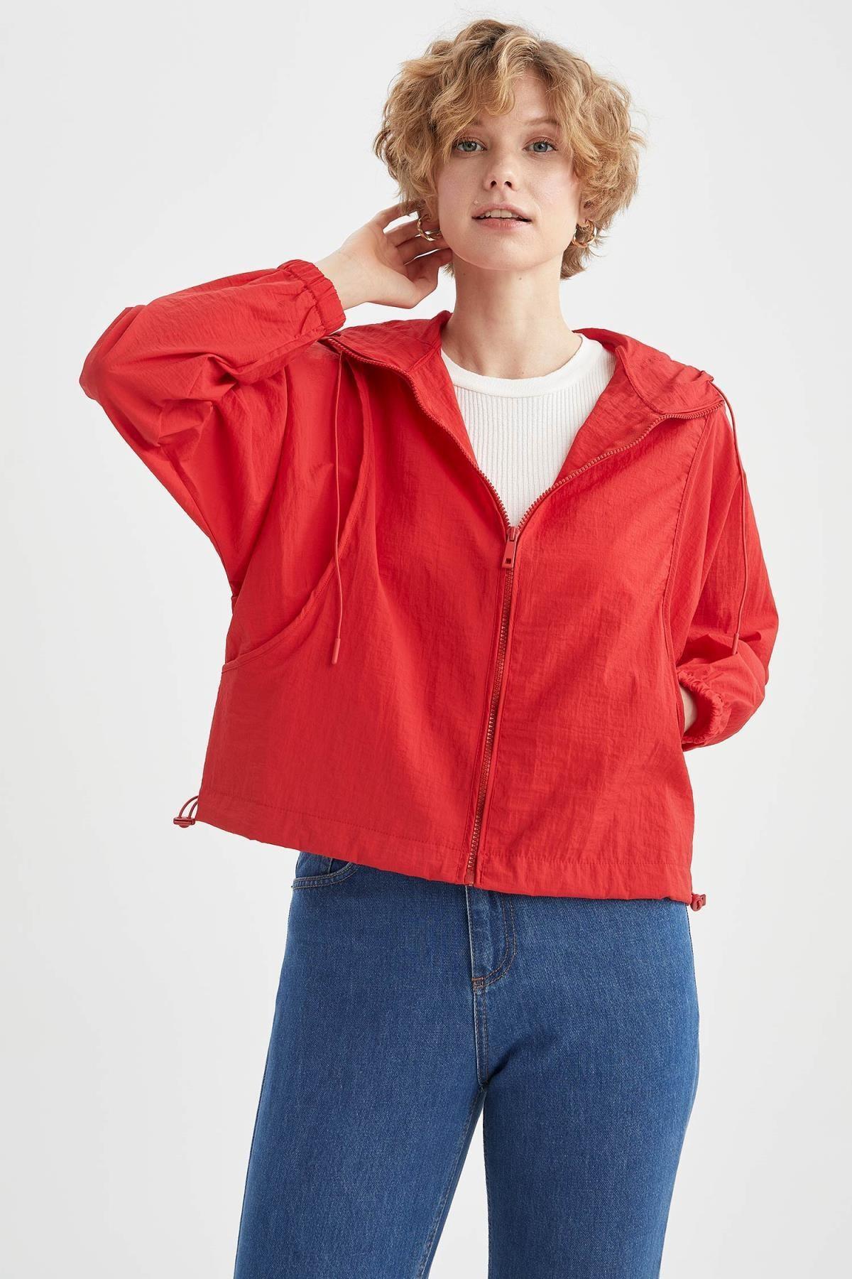 DeFacto Kadın Kırmızı Relax Fit Kapüşonlu İnce Yağmurluk