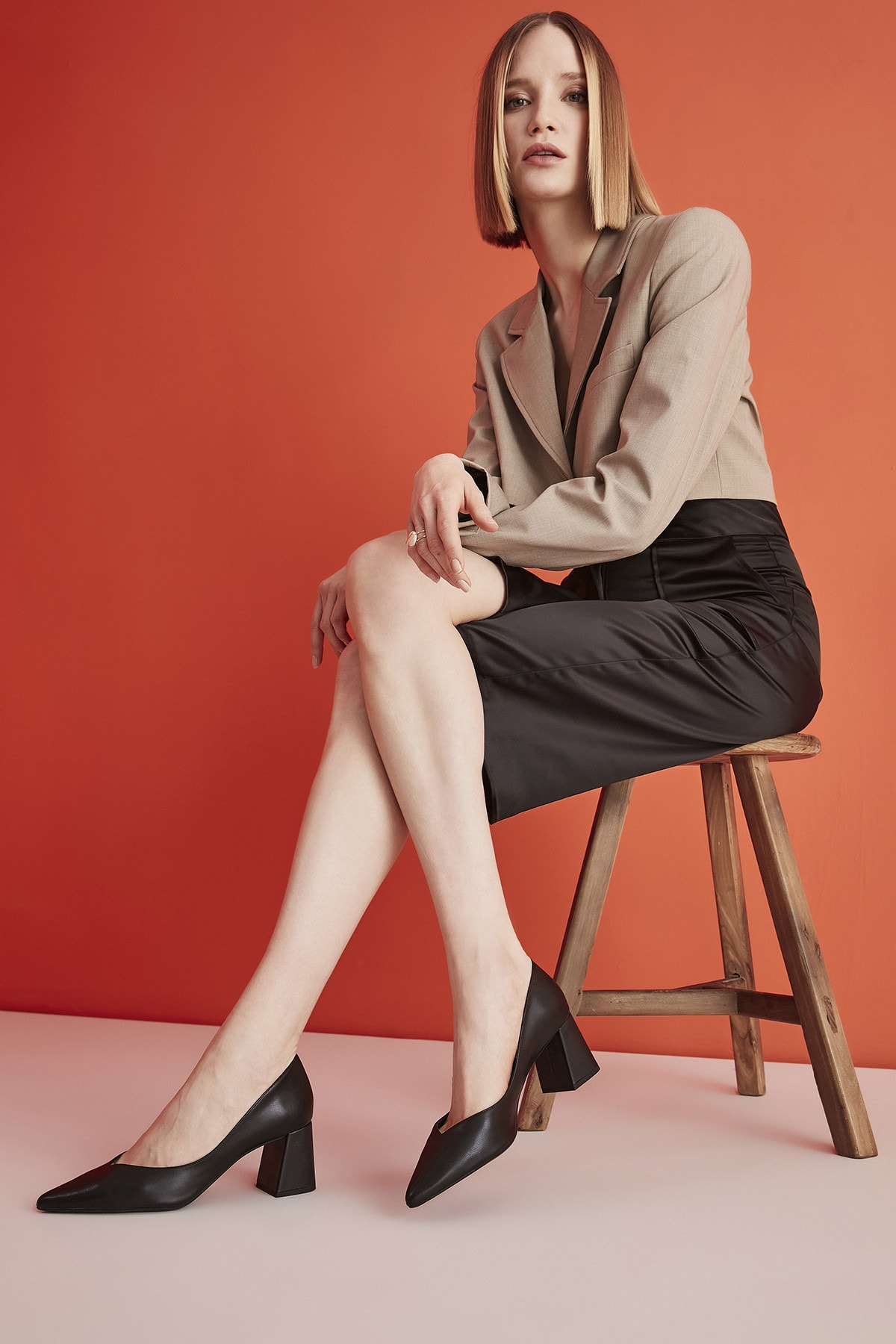 Hotiç Siyah Kadın Klasik Topuklu Ayakkabı 01AYH193860A100 1