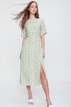 Trend Alaçatı Stili Kadın Mint Kayık Yaka Yırtmaçlı Çiçek Desenli Dokuma Elbise ALC-X6186