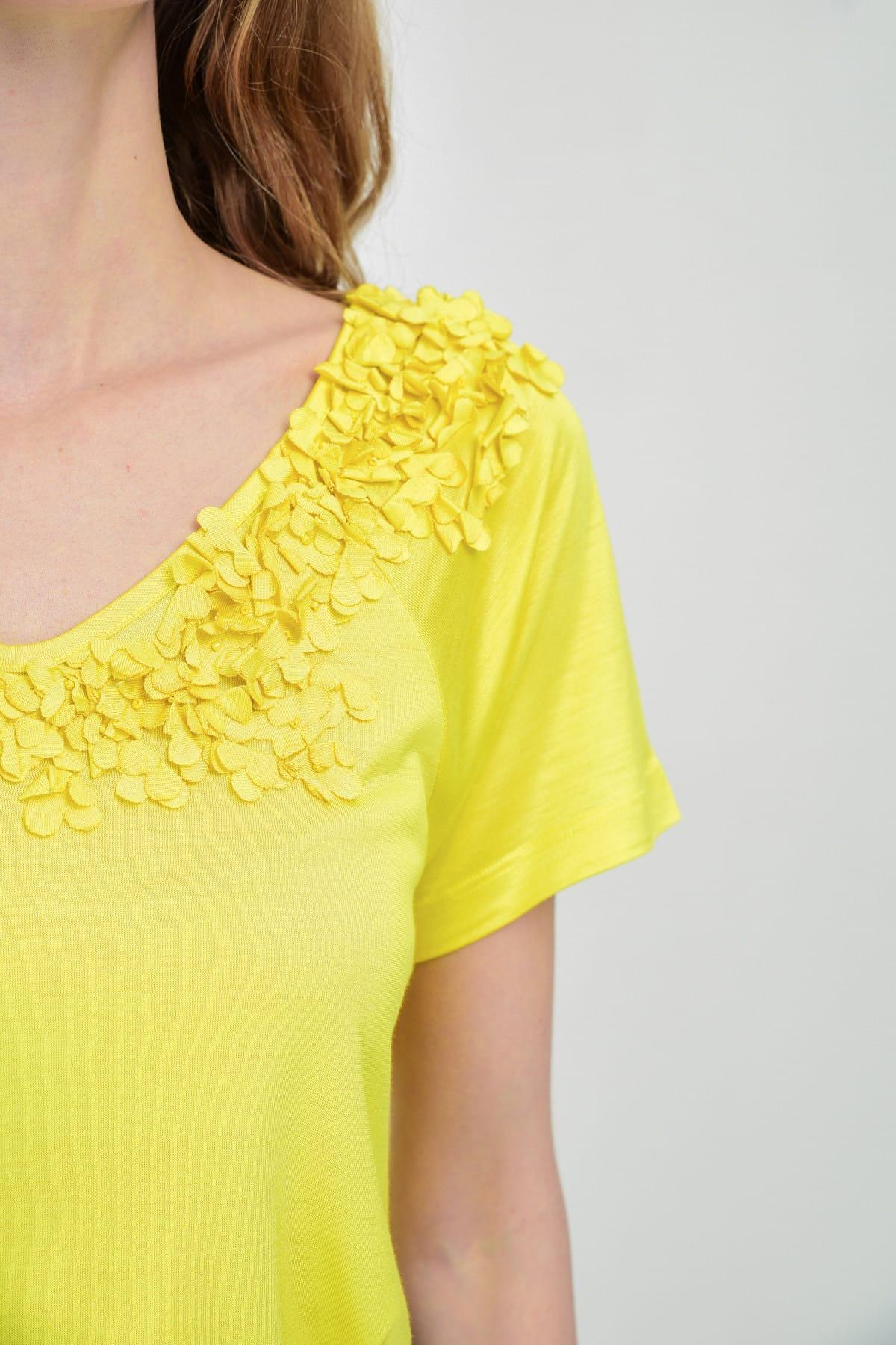 Hanna's by Hanna Darsa Kadın Sarı Çiçek Detaylı Kısa Kollu T-Shirt Hn1489 2