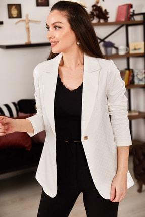 armonika Kadın Beyaz Kabartma Desenli Tek Düğmeli Ceket ARM-21K001195