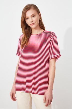 TRENDYOLMİLLA Kırmızı Çizgili Boyfriend Örme T-Shirt TWOSS21TS2961