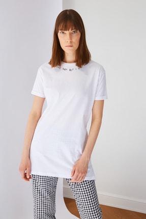 Trendyol Modest Beyaz Yakada Nakışlı Kısa Kollu Süprem T-shirt TCTSS21TN0055