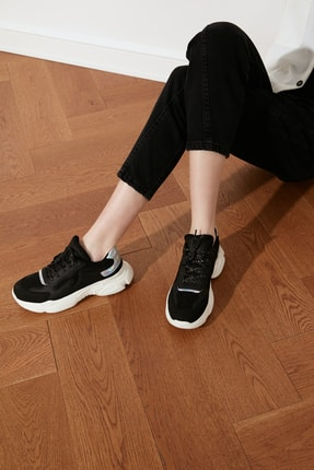 TRENDYOLMİLLA Siyah Kalın Tabanlı Kadın Sneaker TAKSS21SN0013