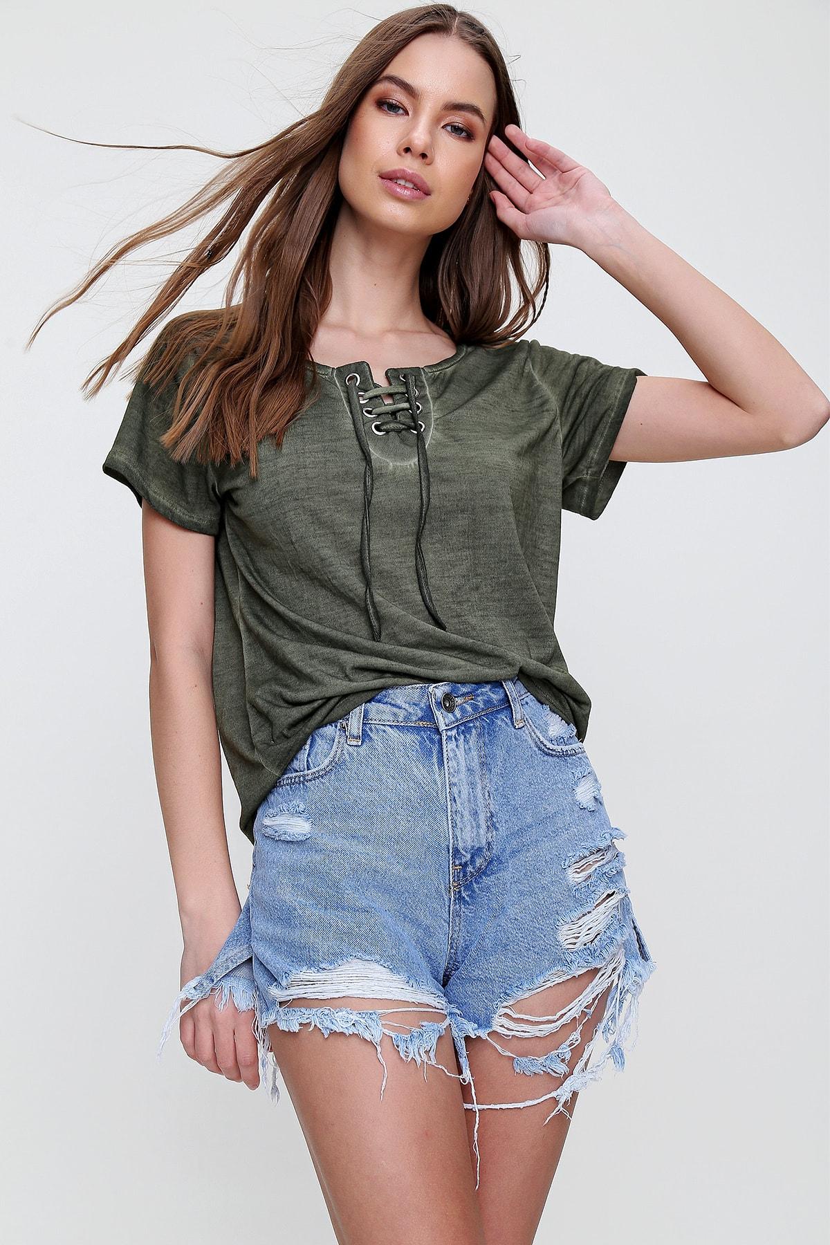 Trend Alaçatı Stili Kadın Haki Kuş Gözlü Yakası Bağcıklı Yıkamalı T-Shirt MDA-1127 1