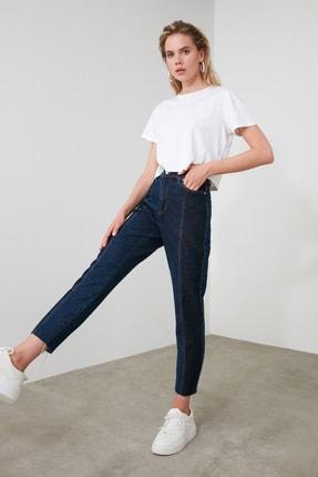 TRENDYOLMİLLA Koyu Mavi Blok Yıkama Detaylı Yüksek Bel Mom Jeans TWOAW20JE0109