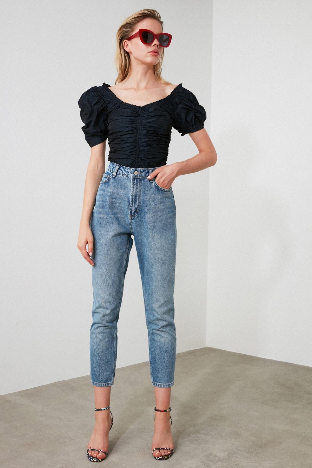 TRENDYOLMİLLA Açık Mavi Yıkamalı Yüksek Bel Mom Jeans TWOSS20JE0099 2