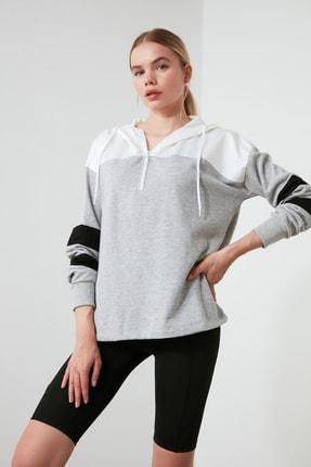 TRENDYOLMİLLA Gri Kapüşonlu Spor Sweatshirt TWOAW21SW0068
