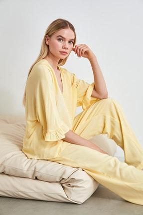 TRENDYOLMİLLA Sarı Kolları Fırfırlı Viskon Pijama Takımı THMSS20PT0130
