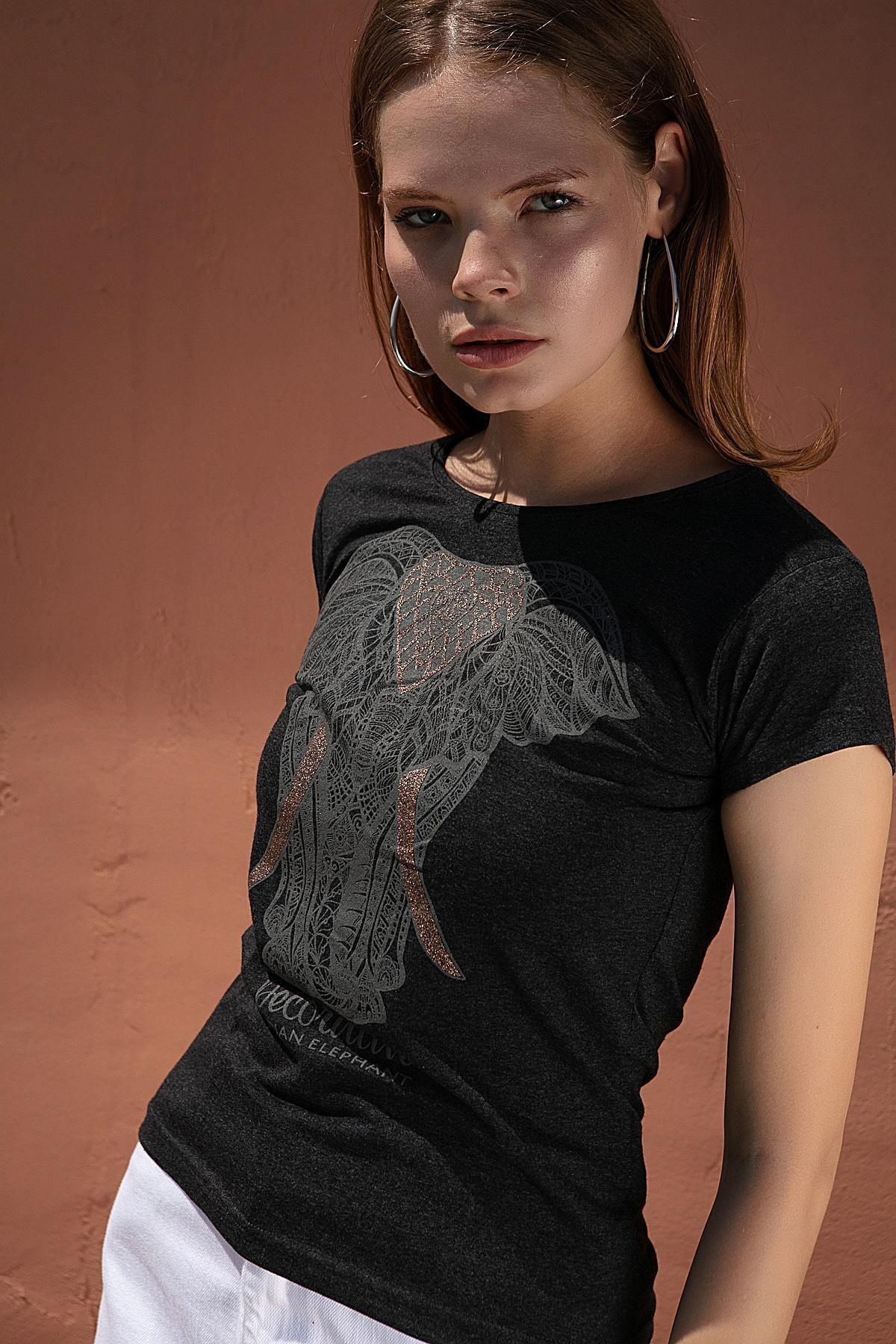 Pattaya Kadın Simli Fil Kabartmalı Tişört Y20s150-1053 1
