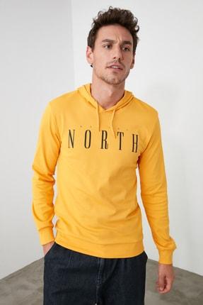 TRENDYOL MAN Hardal Erkek Uzun Kollu Kapüşonlu Baskılı T-Shirt TMNAW20SW0441