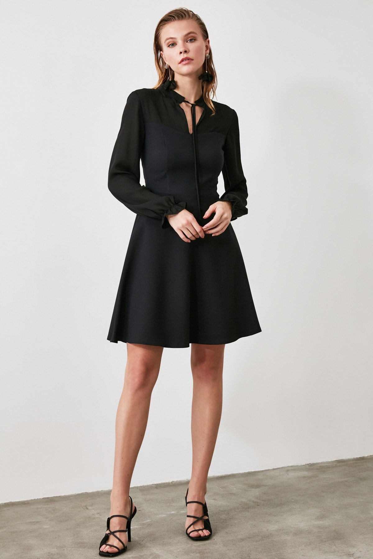 TRENDYOLMİLLA Siyah Bağlama Detaylı Elbise TWOAW21EL0721 1
