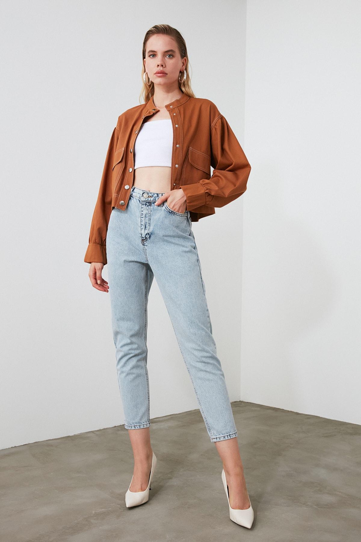 TRENDYOLMİLLA Açık Mavi Yıkamalı Yüksek Bel Mom Jeans TWOSS20JE0162 1