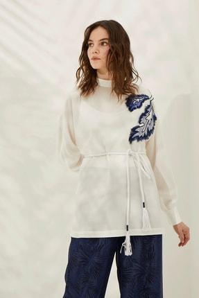 Kayra Kadın Beyaz Yaprak Nakışlı Bluz  B20 10062