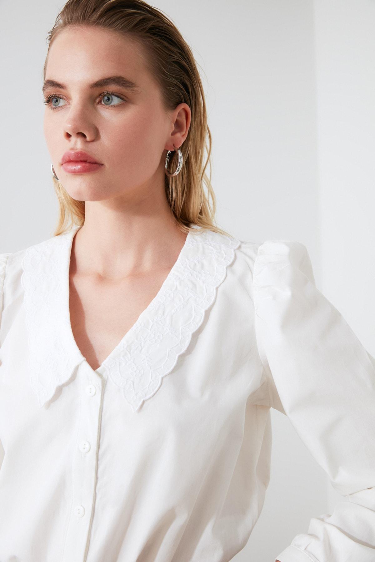 TRENDYOLMİLLA Beyaz Yaka Detaylı Gömlek TWOAW21GO0005 2