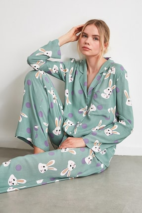 TRENDYOLMİLLA Tavşan Desenli Dokuma Pijama Takımı THMAW21PT0048